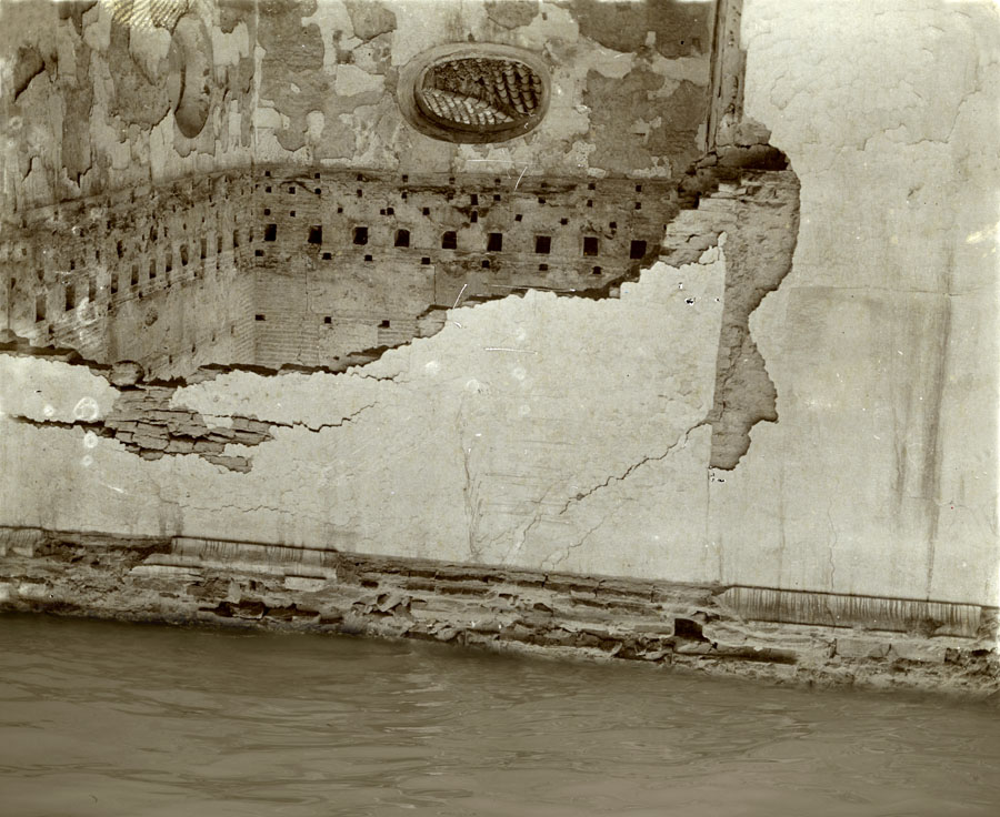 El muro y el agua