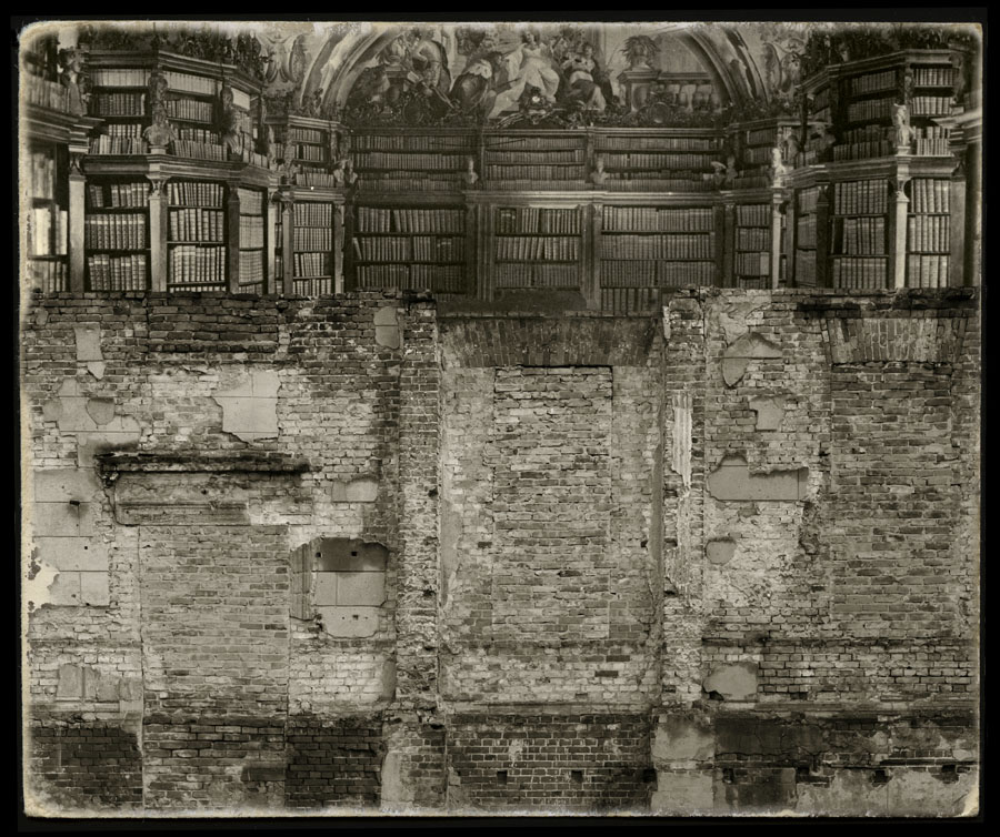 La biblioteca y el muro *